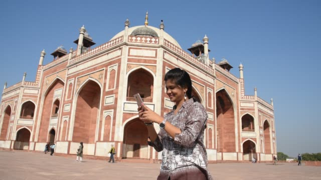 woman tourist taking photos at humayun's tomb, delhi, india, - new delhi stock videos & royalty-free footage