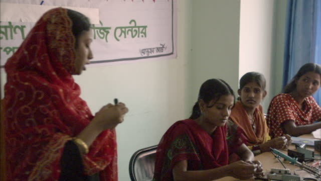 ms, pan, woman training young women holding electrical part in hand, mawna, bangladesh - non western script stock videos & royalty-free footage