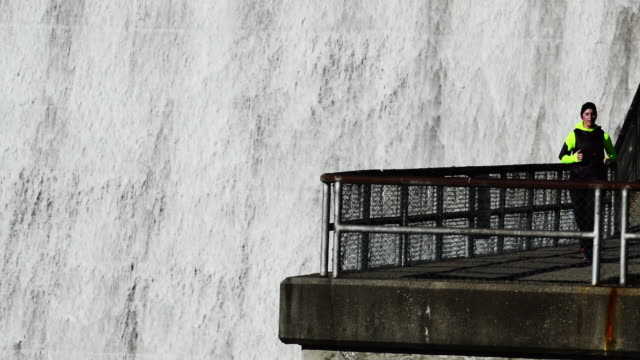 woman trains running hoover dam in westerville ohio - hoover staudamm stock-videos und b-roll-filmmaterial