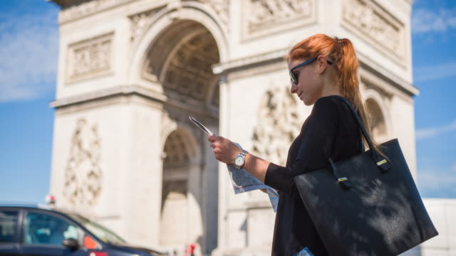 woman traveler admiring arc de triomphe in paris - french culture stock videos & royalty-free footage