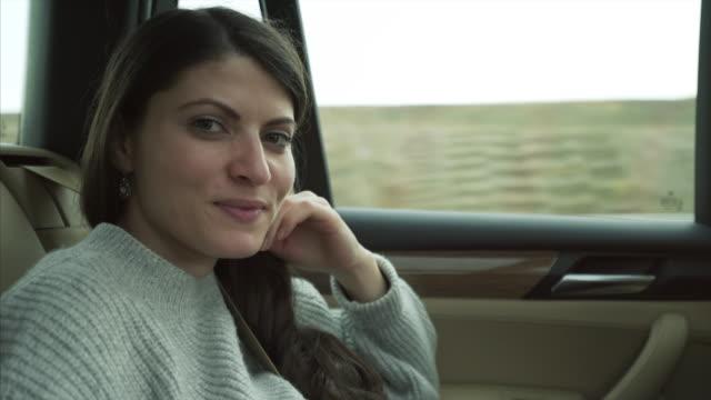 旅行は女性。 - 車内点の映像素材/bロール