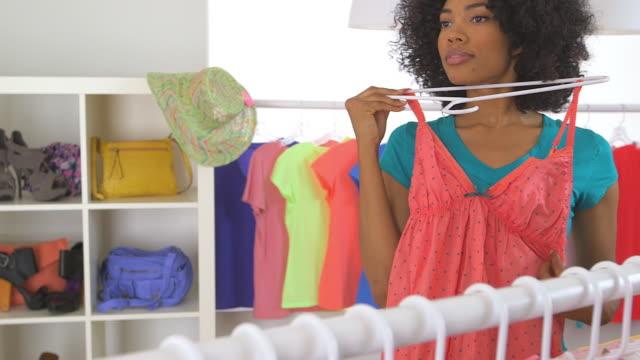 vídeos de stock e filmes b-roll de woman trying on pink dress and smiling - só uma mulher de idade mediana