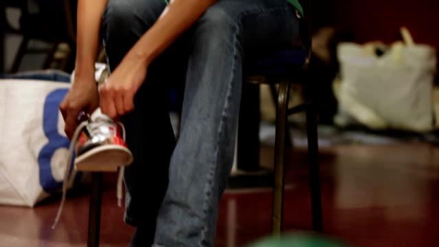 vídeos de stock, filmes e b-roll de ms tu td woman tying bowling shoes / dover, new hampshire, usa - sapato de boliche