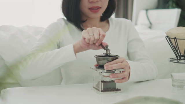woman using coffee grinder - only mid adult women stock videos & royalty-free footage