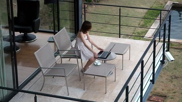 woman using laptop - hot desking stock videos & royalty-free footage