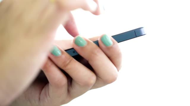 stockvideo's en b-roll-footage met woman using smart phone - elektronische organiser