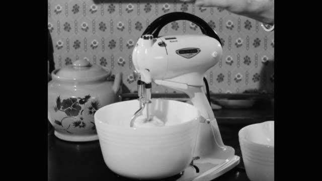 vídeos y material grabado en eventos de stock de woman using stand mixer in kitchen - utensilio para cocinar