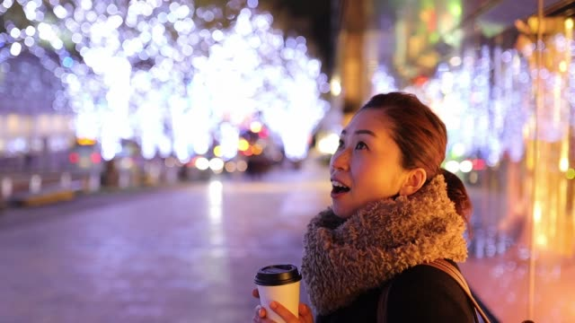 woman waiting for someone at christmas night - high street stock videos & royalty-free footage