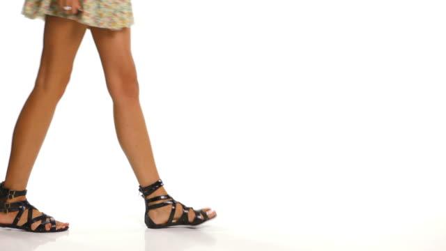 Frau zu Fuß in Sandalen