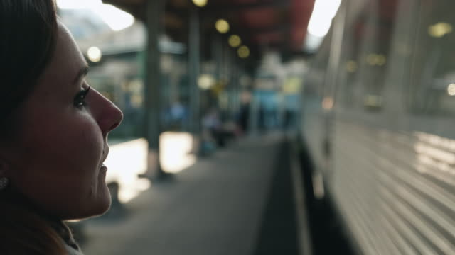 woman walking on train station platform - svezia video stock e b–roll