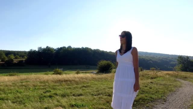 Frau zu Fuß. Slow-motion