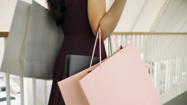 woman walking with shopping bag - shopping bag stock videos & royalty-free footage