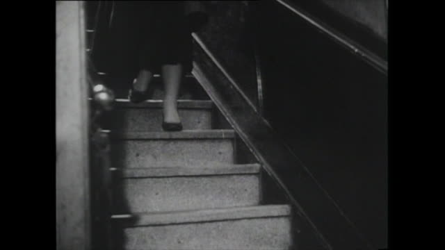 vídeos de stock e filmes b-roll de woman walks down staircase - 1950 1959
