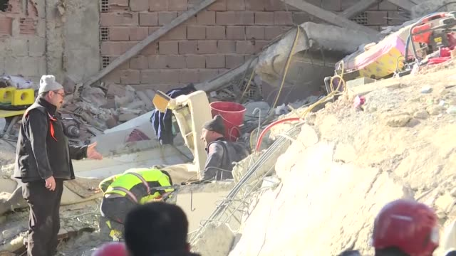 a woman was rescued on january 25 2020 from the rubble of a collapsed house 17 hours after a powerful earthquake hit eastern turkey the live... - erdbeben stock-videos und b-roll-filmmaterial