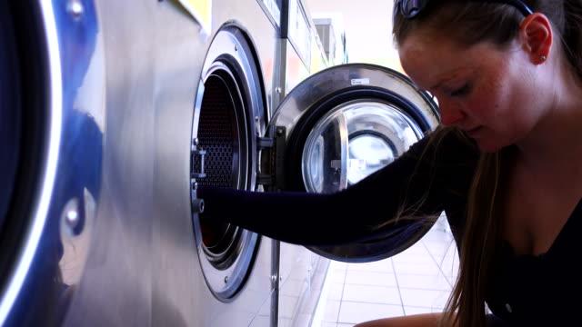 vídeos y material grabado en eventos de stock de woman washing clothes in a laundry. - hacer la colada