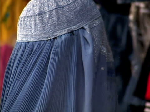 ms zo woman wearing burka, kabul city, kabul, afghanistan - kabul stock-videos und b-roll-filmmaterial