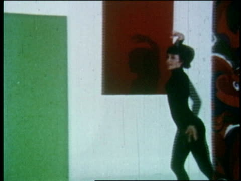vídeos de stock e filmes b-roll de woman wearing polyester leotard and tights dances around geometric forms woman dancing on january 01 1970 - body de ginástica