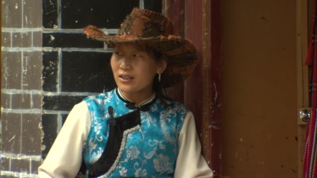 ms woman wearing traditional chinese shirt and cowboy hat, lijiang, yunnan, china - cowboy hat stock videos & royalty-free footage