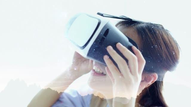 vidéos et rushes de femme portant le casque de réalité virtuelle - réalité virtuelle
