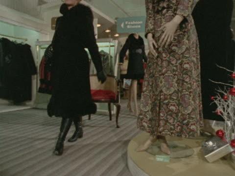 stockvideo's en b-roll-footage met woman wears a fur trimmed black coat. - winterjas