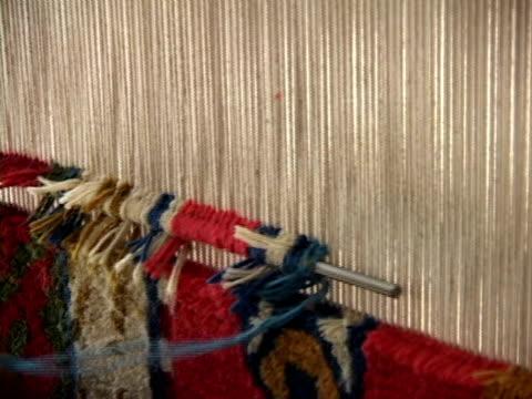 cu, woman weaving carpet, close-up of hands, lhasa, tibet, china - webstuhl stock-videos und b-roll-filmmaterial
