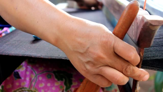 woman weaving thai silk - tessere video stock e b–roll