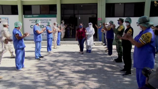 a woman who recovered from covid19 is greeted with cheers and applause from health workers as the leaves a specialised hospital in mexico's juarez... - ring stock videos & royalty-free footage