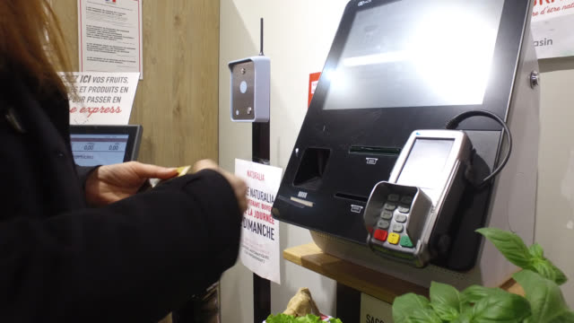 woman, with a protective mask, goes shopping for food, pay with contactless, on may 13, 2020 in paris, france. france has started a progressive... - 45 49 years stock videos & royalty-free footage