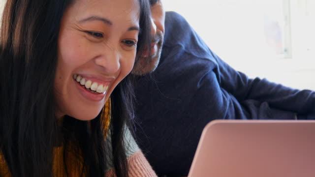 vídeos y material grabado en eventos de stock de woman with cerebral palsy and her partner doing home finances - pareja de mediana edad