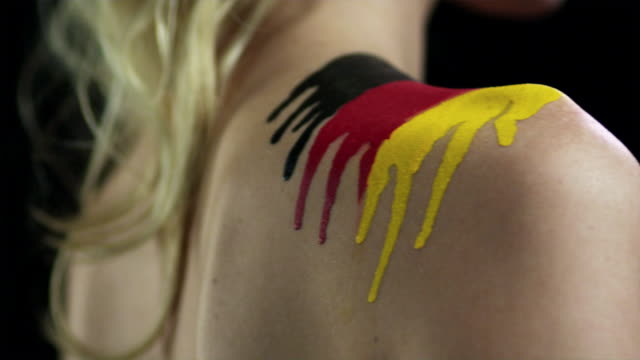 vídeos de stock e filmes b-roll de woman with german flag painted on shoulder - articulação humana