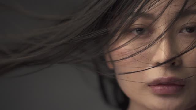 a woman with hair in the wind - ロングヘア点の映像素材/bロール