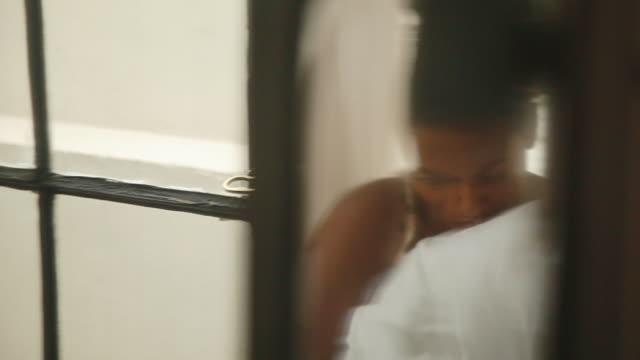 vidéos et rushes de woman with head lowered with air of sadness - santé mentale