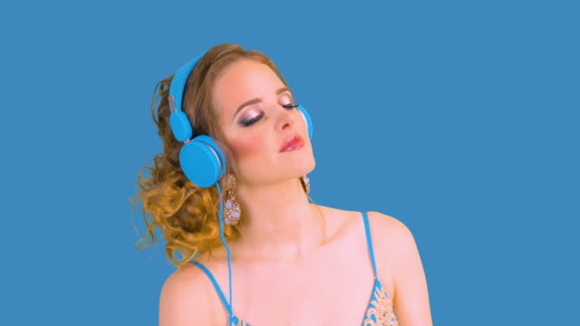 woman with head phones