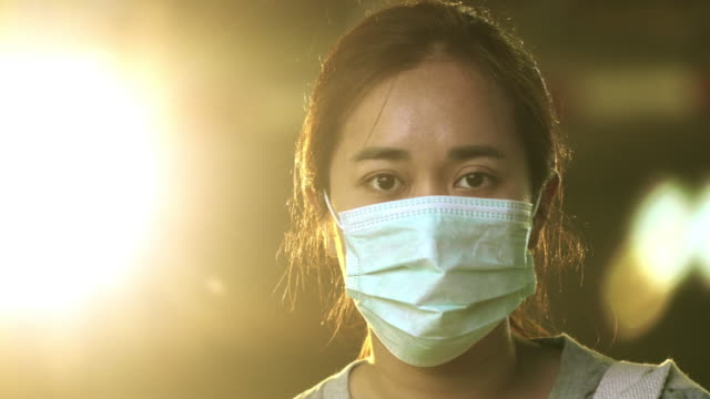 woman with hygienic mask - vita non sana video stock e b–roll
