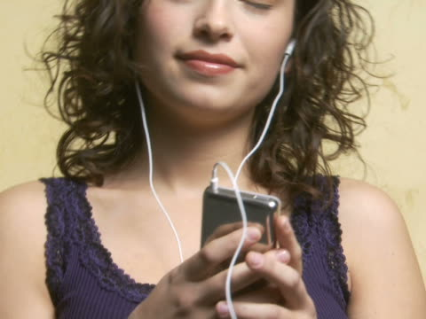 woman with mp3 player listening to music and dancing - menschliches gelenk stock-videos und b-roll-filmmaterial