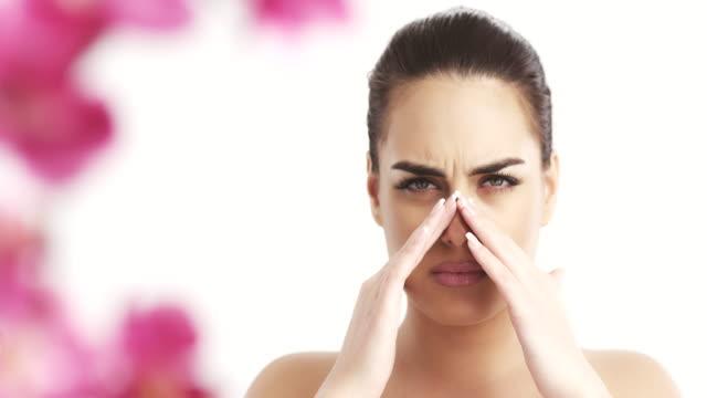 女性、痛み - 鼻腔点の映像素材/bロール