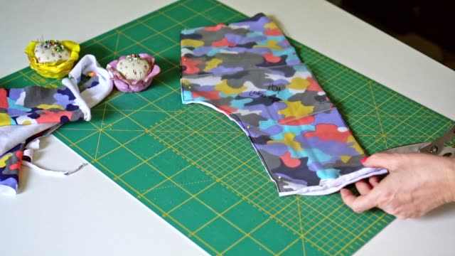 woman with scissors cutting a fabrics - cucire video stock e b–roll