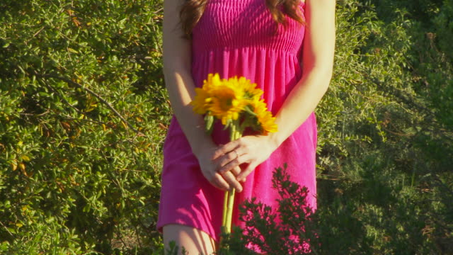 woman with sunflowers - sommerkleid stock-videos und b-roll-filmmaterial