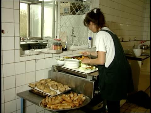 vídeos y material grabado en eventos de stock de woman working in a moscow kitchen - 1989