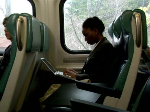vídeos de stock, filmes e b-roll de ms, woman working on laptop in train, chappaqua, new york state, usa - só uma mulher de idade mediana
