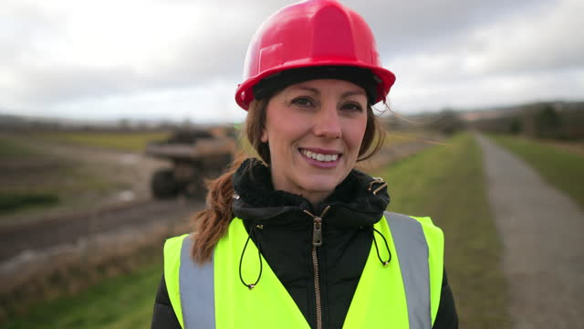woman working on site - zoom in stock videos & royalty-free footage