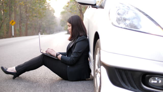 woman working on the way for send e-mail to customer because car breakdown - incomplete stock videos & royalty-free footage