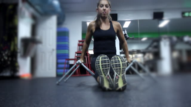 a woman working out at the gym. - bodyweight training stock videos & royalty-free footage