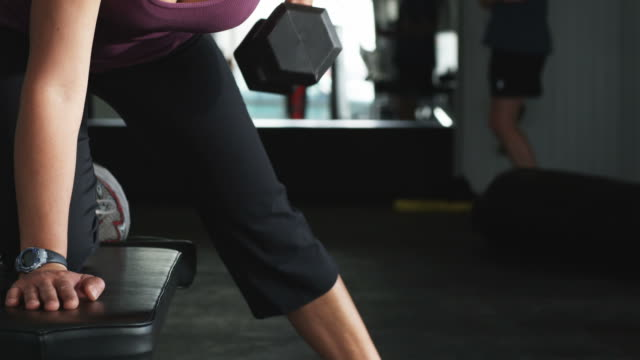 woman working out with dumbbells at the gym - polynesian ethnicity stock videos & royalty-free footage