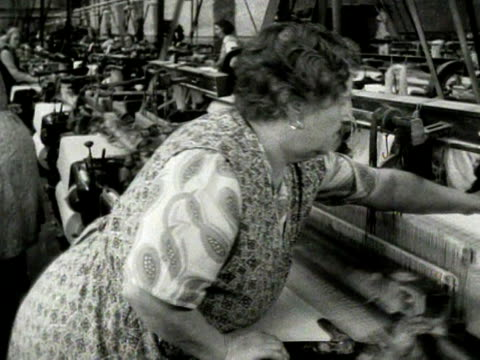 vídeos de stock, filmes e b-roll de a woman works at an automatic loom in a cotton mill in oswaldtwistle lancashire - lancashire