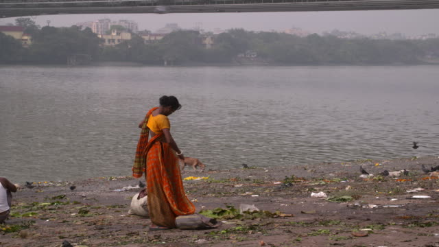 woman wraping her sari in the bank of hooghly river - hooghly river stock videos & royalty-free footage