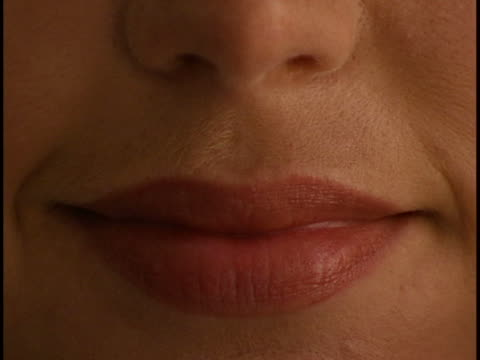 stockvideo's en b-roll-footage met woman's eye close-up - menselijke neus