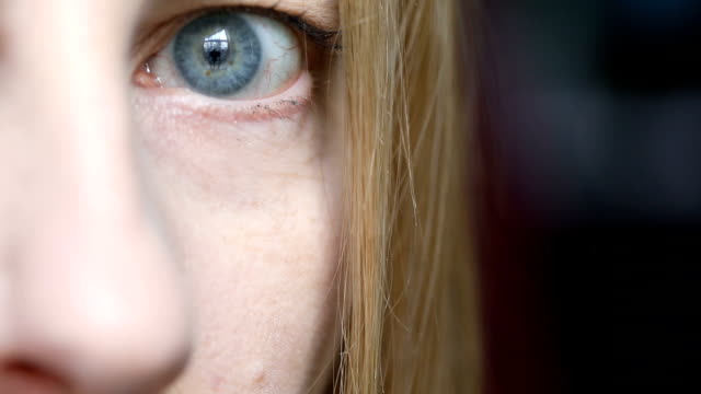 woman's eye - 45 49 anni video stock e b–roll