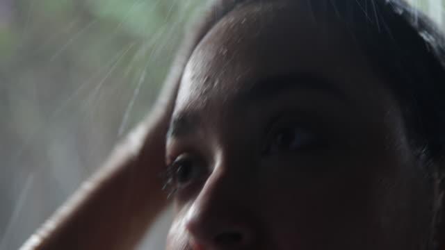 cu woman's face under the shower. - erfrischung stock-videos und b-roll-filmmaterial