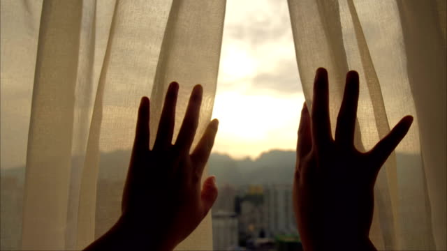 woman's hand opening curtains in the room - scoperta video stock e b–roll